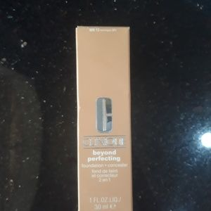 Clinique beyond perfecting foundation 2.3